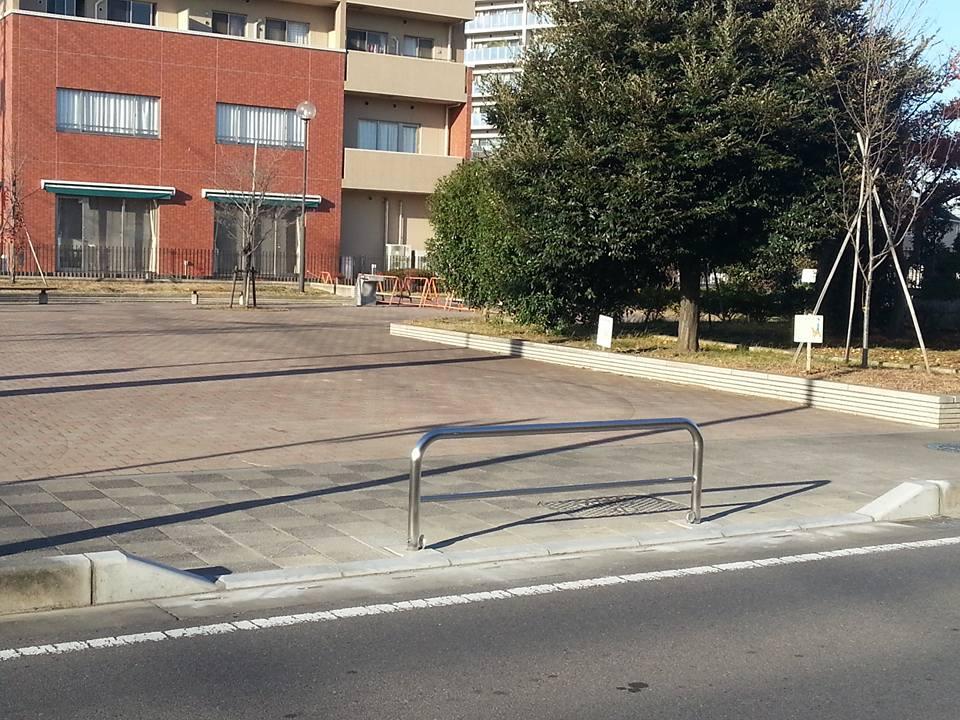 土塔公園入り口の歩道切り下げ工事が完了